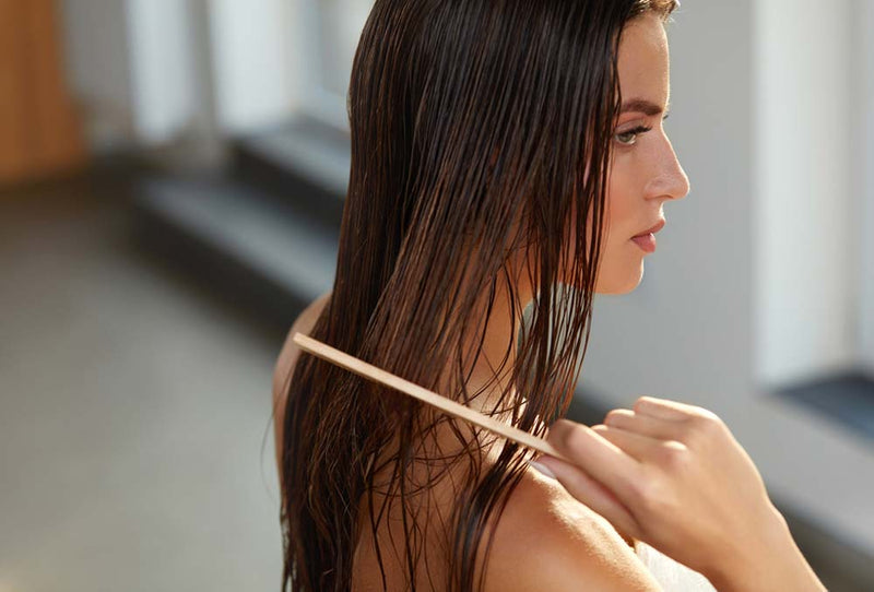 HOW TO NOURISH THE TIPS OF YOUR HAIR YOURSELF
