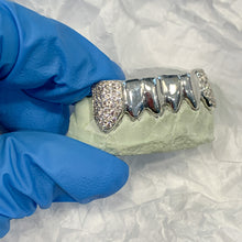 Load image into Gallery viewer, 4 Solid + 2 Iced Out Grillz