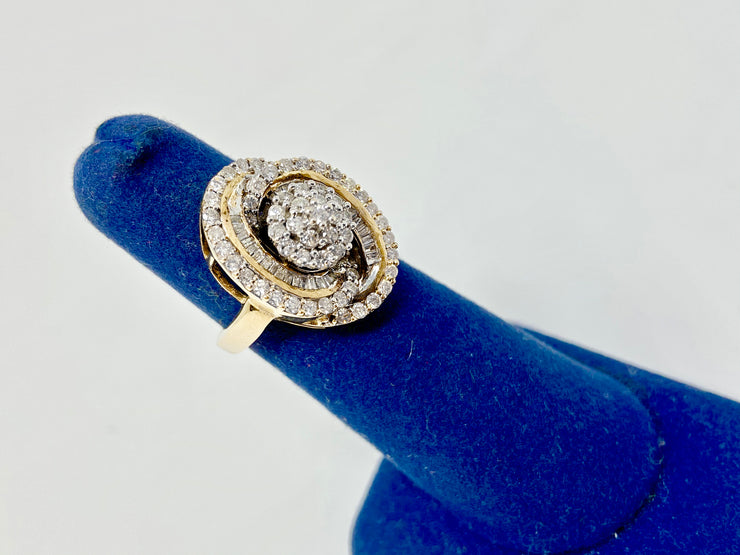 1 CTW STUNNING DIAMOND RING14 KT YELLOW GOLD STATEMENT PIECE- COCKTAIL CLASSIC