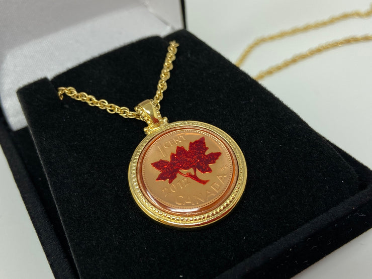 BEAUTIFUL 2012 UNCIRCULATED CANADIAN PENNY HAND ENAMELED W/ BRONZE BEZEL-CHAIN