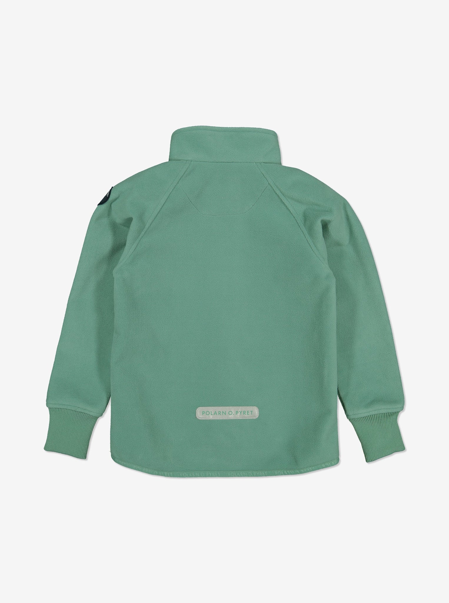 Back view of a kids waterproof fleece jacket in green, with fit cuffs and logo patch at the back, made of breathable fabric.