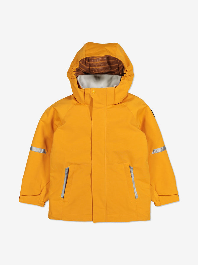 Kids waterproof jacket in yellow, comes with a detachable hood, adjustable cuffs and reflectors, made of soft shell fabric.