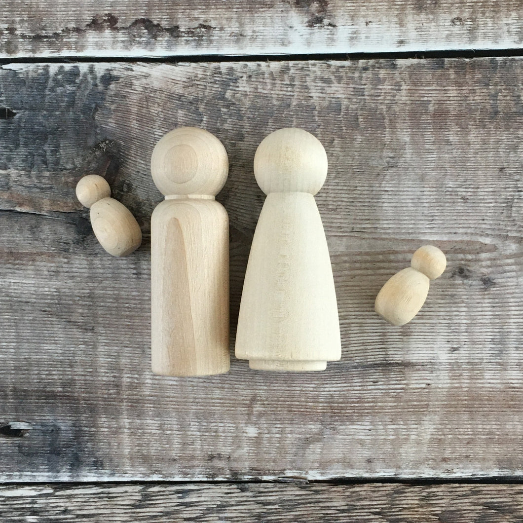 Birch peg doll couple with twins - 9 cm tall adult wooden figures, 3 cm tall babies