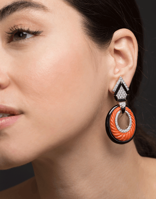 DAVID WEBB JEWELRYFINE JEWELEARRING YLWGOLD Carved Coral and Black Enamel Hoops