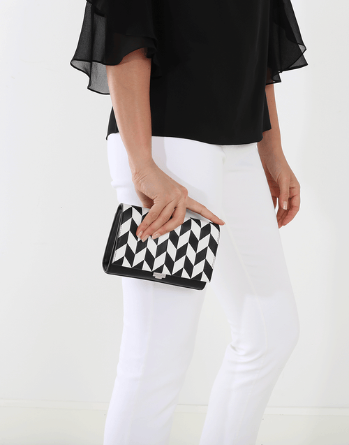 MICHAEL KORS COLLECTION HANDBAGSHOULDER BLK/WHT Yasmeen Arrow Chevron Bag