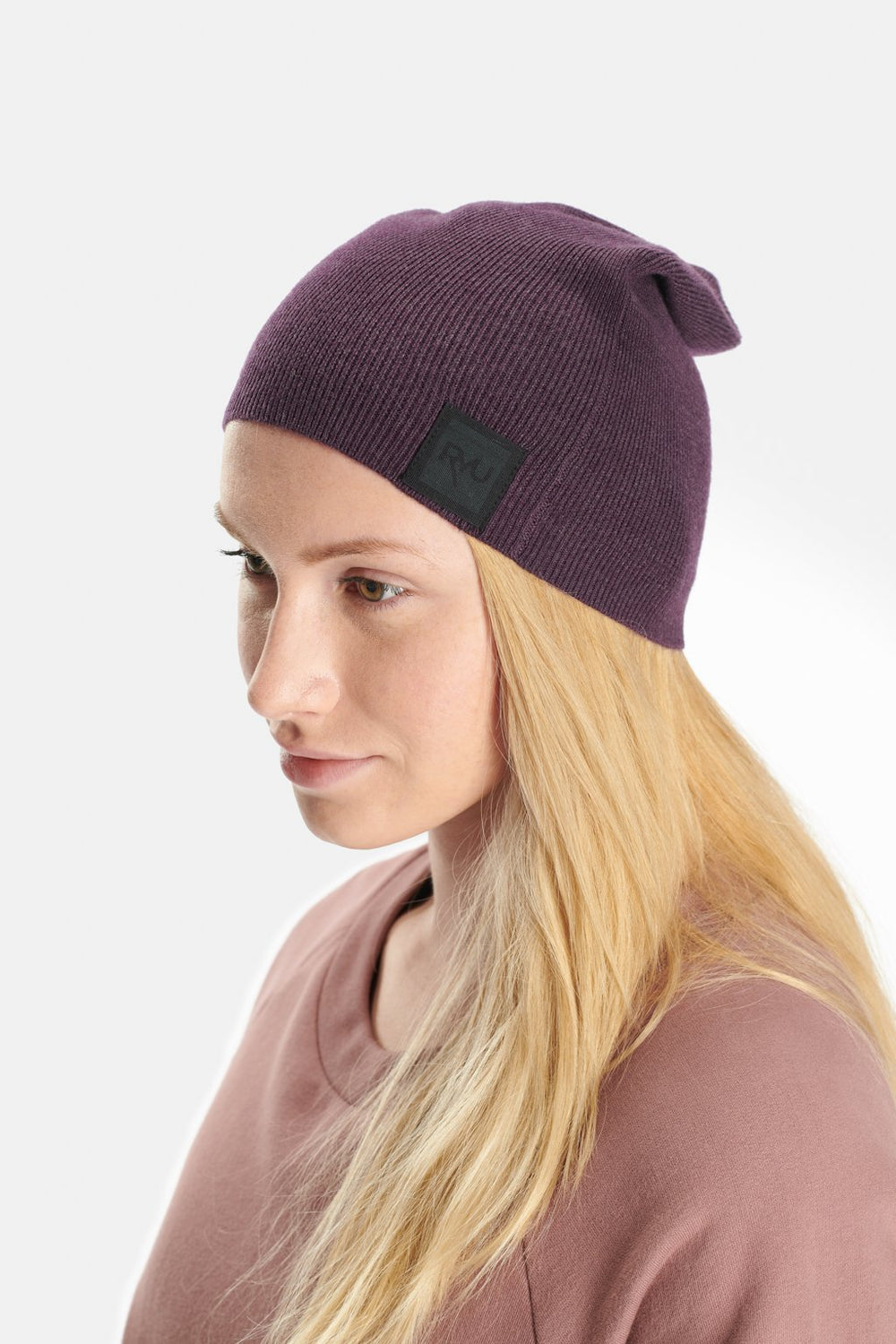 RYU Accessories Slouch Beanie in Darkened Arsenic