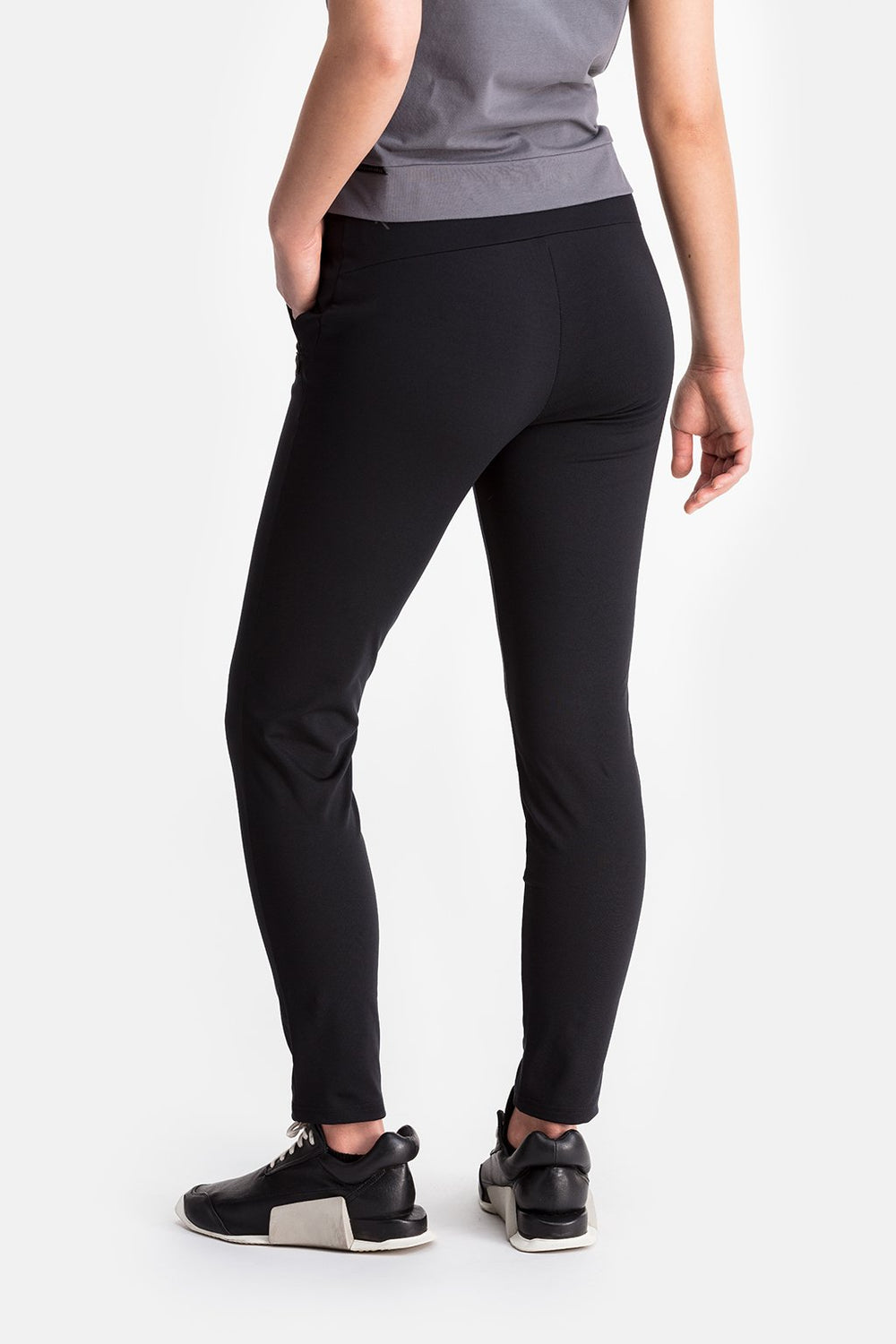 RYU Womens EveryWear Slim Pant in Black