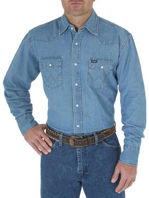 Men's Wrangler Work Western Basic Shirt in Indigo from the front