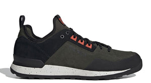 Men's Five Ten Fivetennie Approach Shoe in Night Cargo/Black/Active Orange from the side