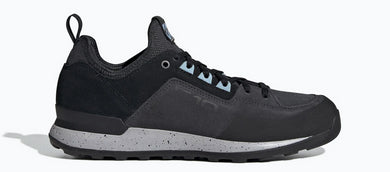 Women's Five Ten Fivetennie Approach Shoe in Carbon/Black/Ash Grey from the side