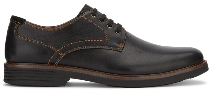Dockers Men's Parkway Oxford Shoe in Black from the side