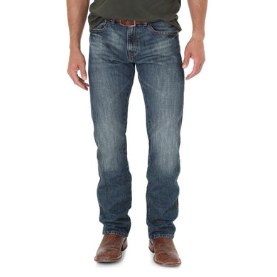 Men's Wrangler Retro Slim Straight Jean in Dark Knight