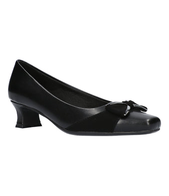 Women's Easy Street Rejoice Pump Shoe in Black/Lamy from the front view