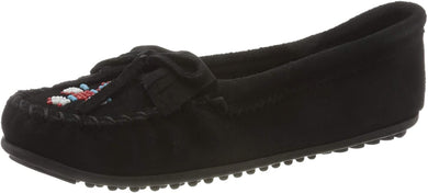 Women's Minnetonka Thunderbird II Mocassin in Black from the front view