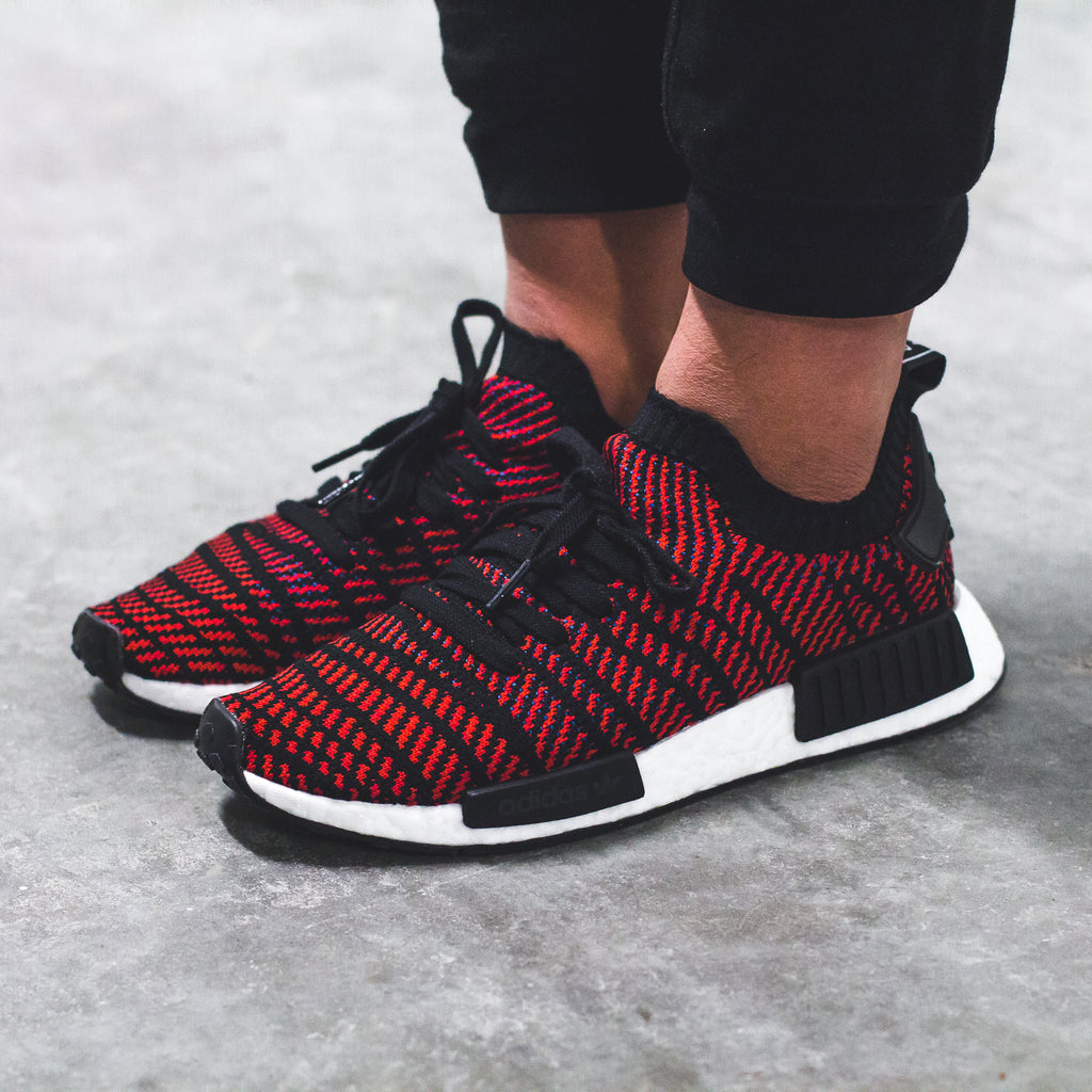 adidas Originals NMD R1 STLT PK in Core-Black/Red/Solid-Blue - CQ2385