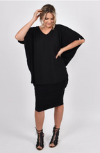Load image into Gallery viewer, PQ Collection Black Hi Low Short Sleeve Miracle Top