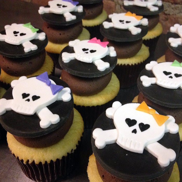 Girly Skull & Crossbone Cupcakes