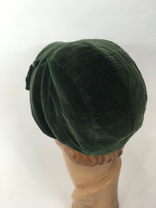 Original 1930's Fabulous Sportswear Hat - In A Divine Rich Green Velvet with Tassel