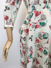 Load image into Gallery viewer, Original 1940's STUNNING Moygoshal Linen Novelty Print Dress - Featuring Ballerinas and Bows