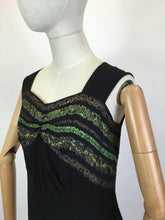 Load image into Gallery viewer, Original 1930s blouse in crepe - With Gorgeous metallic thread details