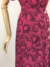 Load image into Gallery viewer, Original 1940s STUNNING Novelty Print Rayon Dress - Love Heart and key Illustrations In Rich Magenta and Black