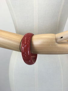 Bow & Crossbones Jewellery - Etta Tropical Carved Bangle in Cherry Red