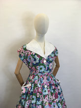 Load image into Gallery viewer, Original 1950's Floral Cotton Day Dress - Fabulous Collar and Big Pockets