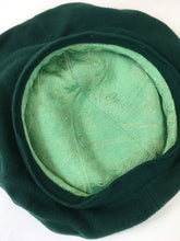 Load image into Gallery viewer, Original 1940's Halo Beret - In A Stunning Forest Green Wool