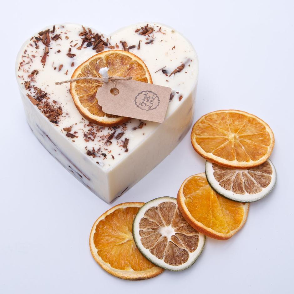 Heart Shape Cinnamon & Orange Scented Natural Wax Candle with Cinnamon Shredded Sticks D 9 cm H 5 cm - natoorio