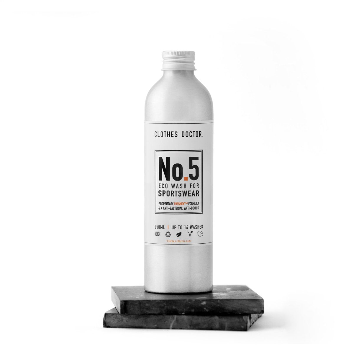 COMPLETE CLOTHING CARE KIT Clean (in 250ml), nourish, and revive your clothes with plant derived ingredients and blissful fragrances that are packed inside plastic-free bottles. - natoorio