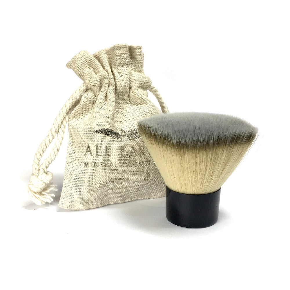 BRONZER KABUKI VEGAN BRUSH with fanned flat design, It can also be used to apply illuminator. - natoorio
