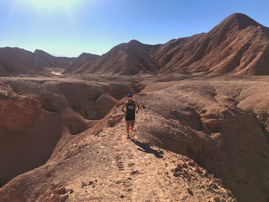 Atacama Sol: Image of KapiK1 Co-Founder Ray Zahab running on one of his expeditions in the dessert.