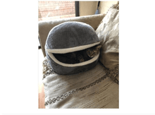 Load image into Gallery viewer, Comfy Cat Clam
