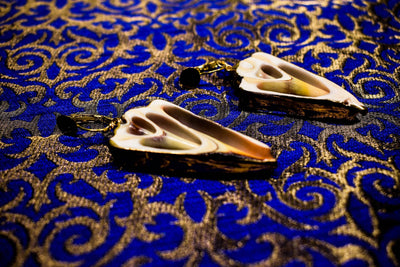 Shell skeleton earring with small golden plates. | Boho-Chic | Hippie Style