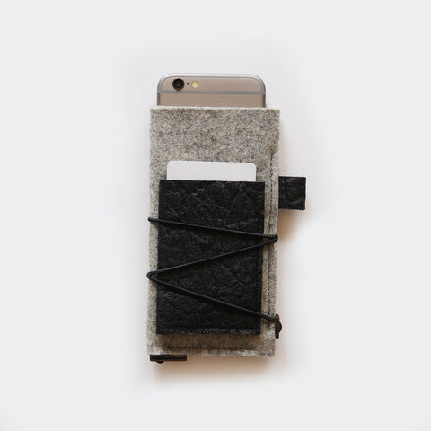 iPhone case with card pocket / light grey & black