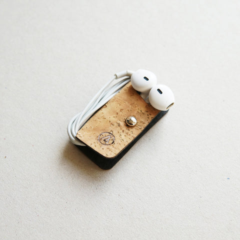 Earphones holder / natural cork