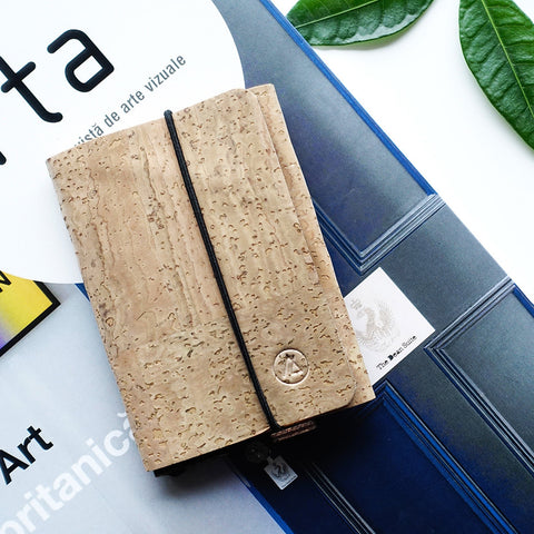 Trifold minimalist wallet / natural cork