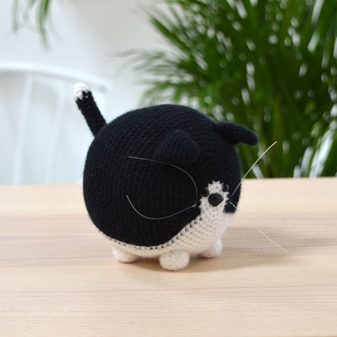 black and white cat crochet pattern