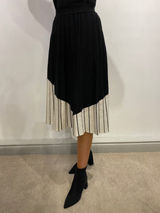 Claire Black/Cream Knitted Skirt