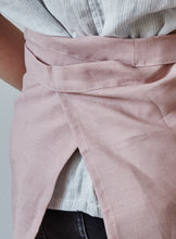 Charger l'image dans la galerie, Back of our dusty rose linen half apron