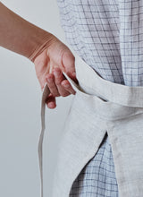 Load image into Gallery viewer, oat linen half apron back ribbon detail