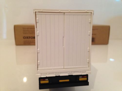 White Curtainside Trailer Oxford CR027 1:50 Scale