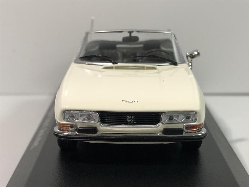 Maxichamps 940112131 Peugeot 504 Cabriolet 1977 White 1:43 Scale Boxed