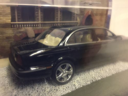 James Bond 007 Jaguar XJ8 Casino Royale 1:43 Scale