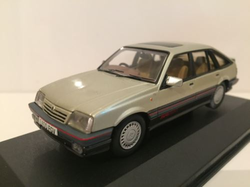 Corgi VA09809 Vauxhall Cavalier Mk2 SRi 130 - Platinum Limited Edition New
