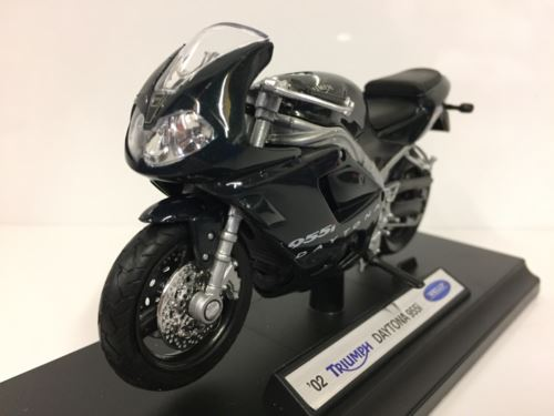 Triumph Daytona 955i 2002 1:18 Scale Welly 12176