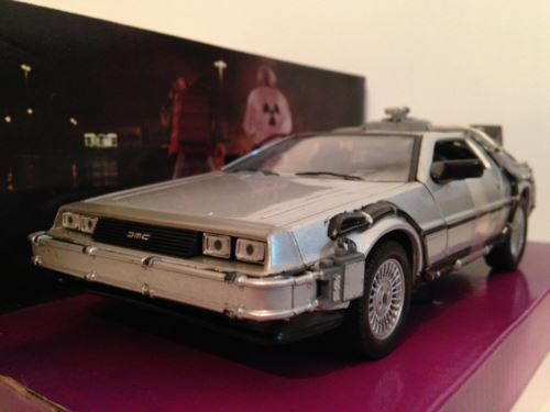 Back to the Future 1 Delorean 1:24 Scale Welly 22443W NEW