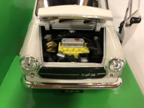 Mini Cooper 1300 White with Union Jack Roof 1:24 Scale Welly 22496