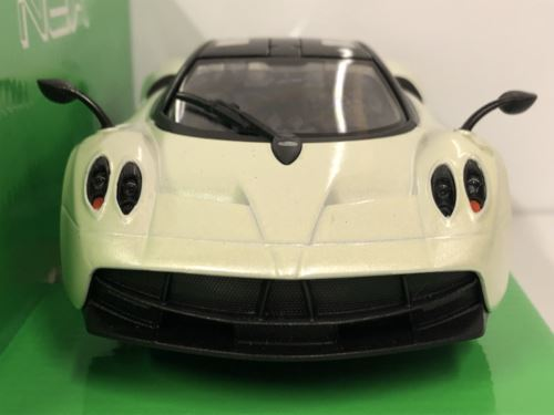 Pagani Huayra White 2017 1:24-27 Scale Welly 24088W New Boxed