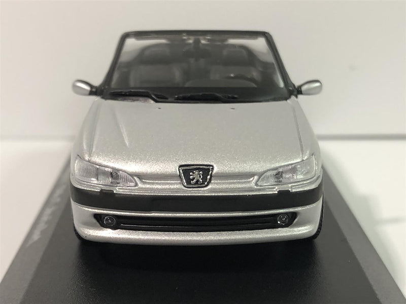 Maxichamps 940112832 Peugeot 306 Cabriolet Silver 1998 1:43 Scale Boxed
